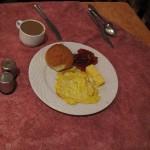 Скромный завтрак в отеле Eiffel 2*