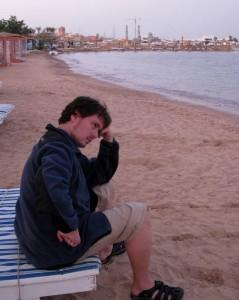Хургада, вечерний пляж, Анатолич в мыслях