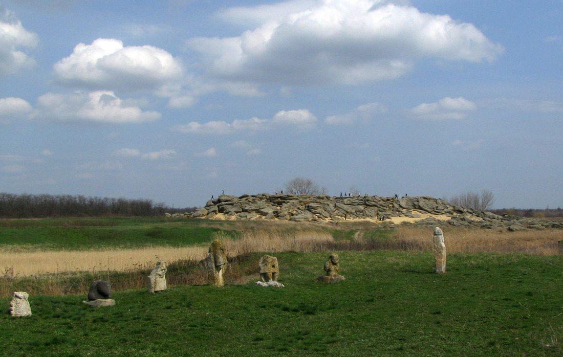 Каменная могила, Мелитополь. Истуканы.