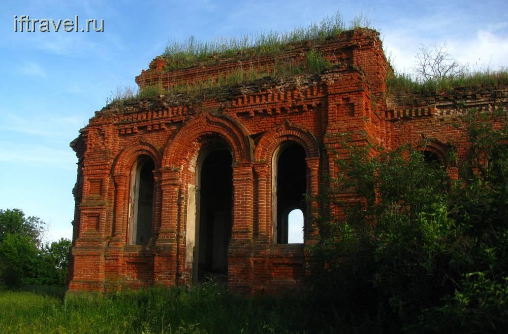 Церковь в Преображенье в лучах вечернего солнца