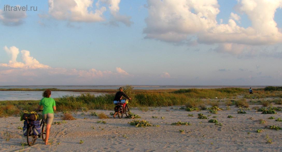 Бакальская коса, путь по пескам