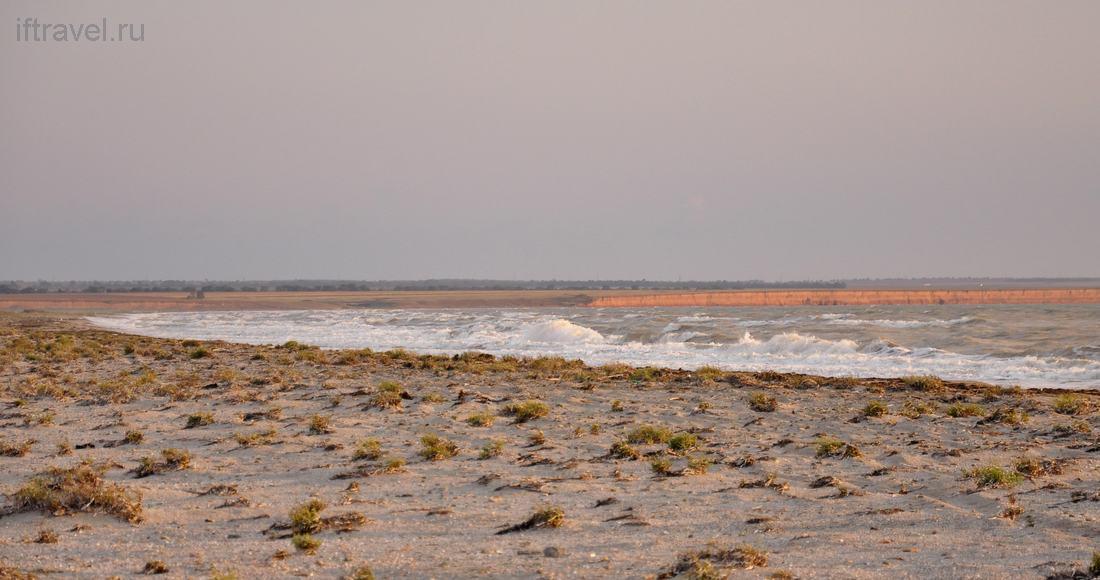 Бакальская коса, вид на море и обрыв