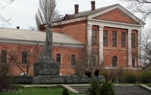 Памятник Назукину, Феодосия