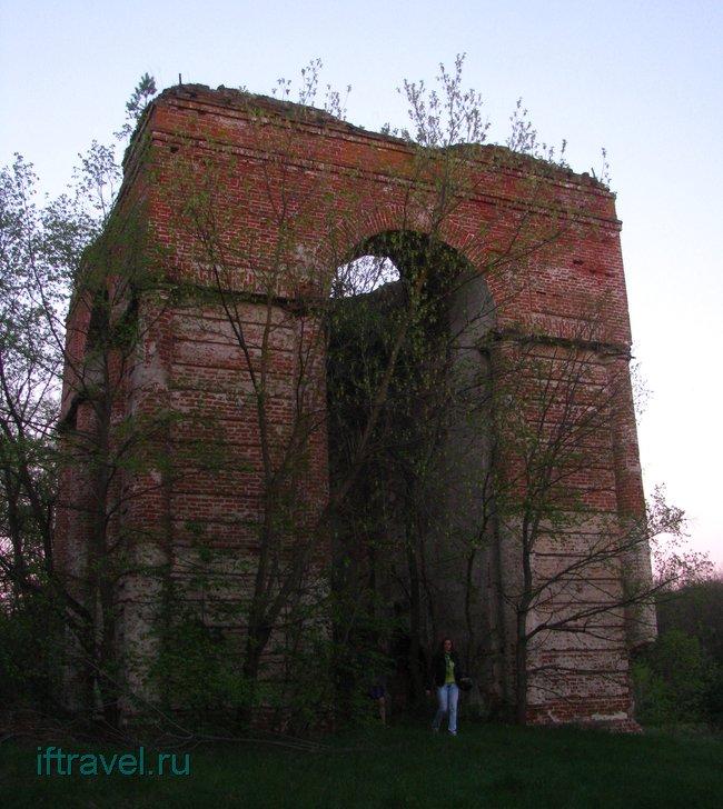 Колокольня разрушенной церкви, с. Земетчино