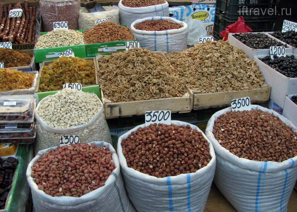 Рынок Гюмри, орэшки