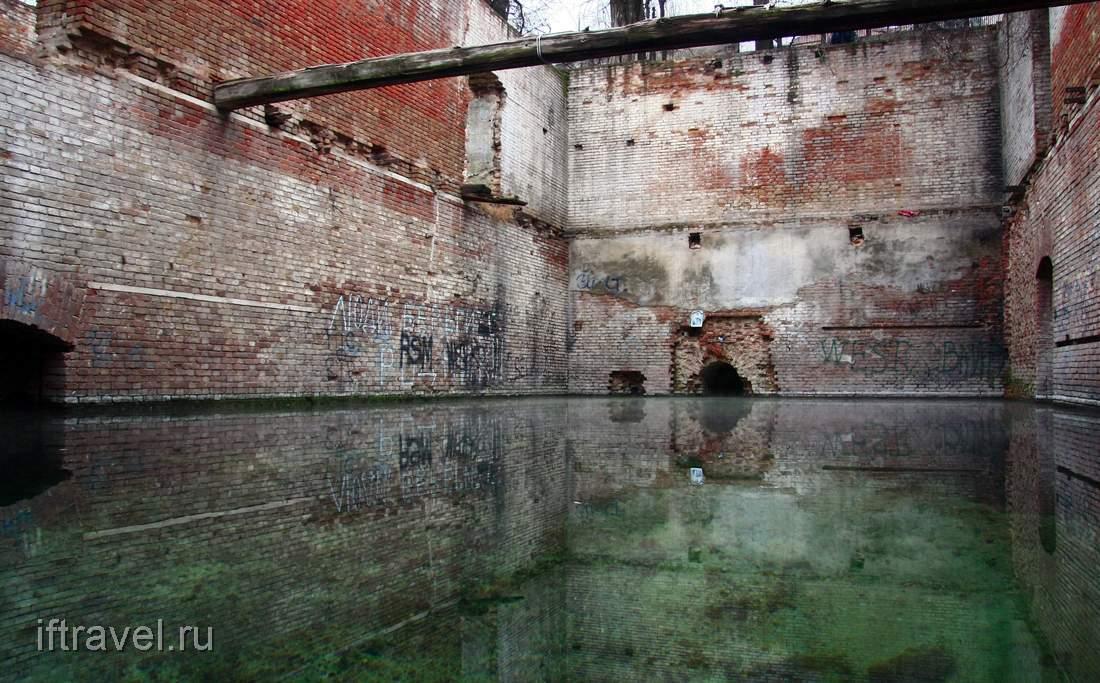 Парамоновские склады: бассейн