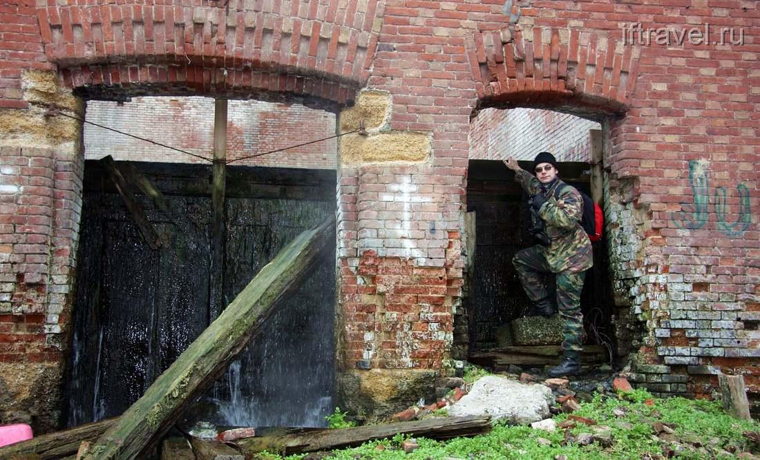 Парамоновские склады: стена воды!