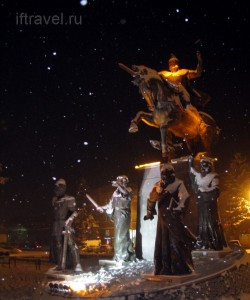 Армянские цари, Гюмри, центральная площадь