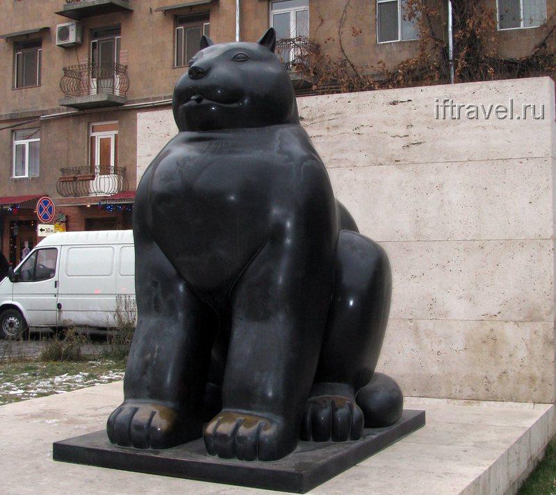 Толстая киса, Ереван