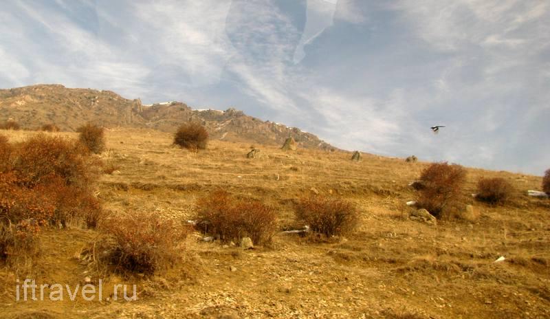 Ереван позади, кругом горы и солнце