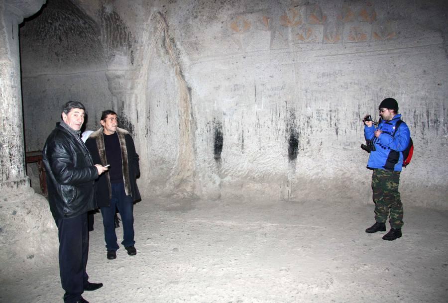 Гегард, пещерная церковь, тестируем эхо