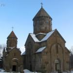 Церкви Сурб Ншан (слева) и Катогике (справа)