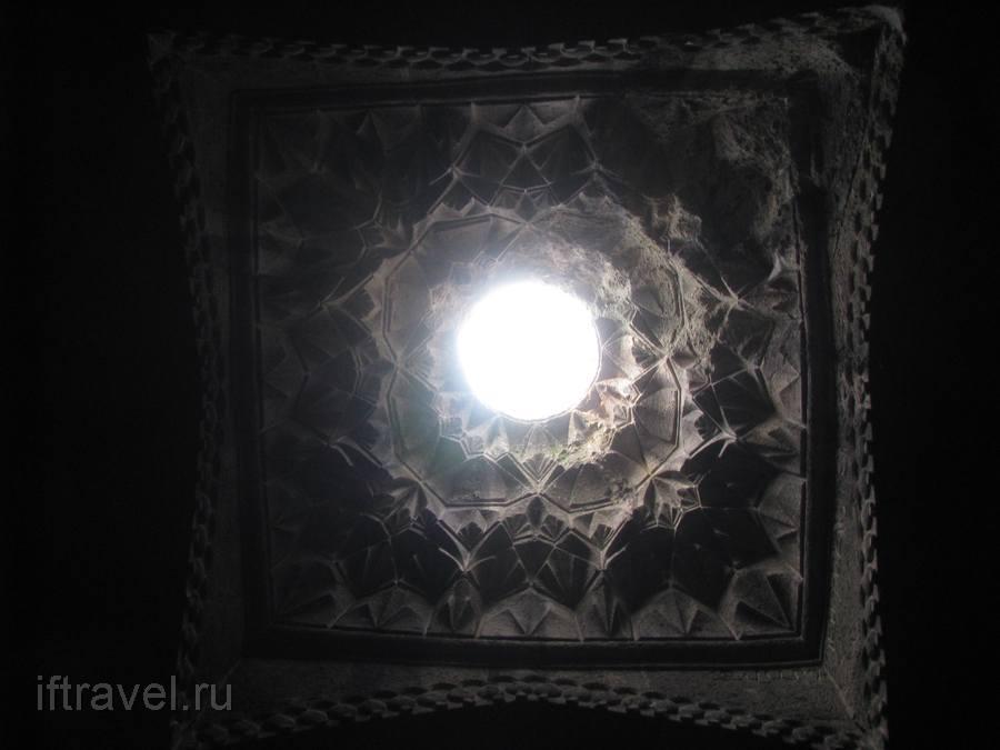 Гегард, световое отверстие в куполе гавита
