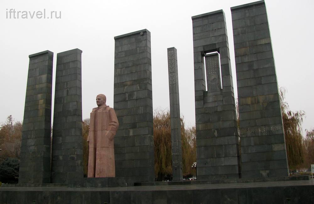 Памятник Мясникяну