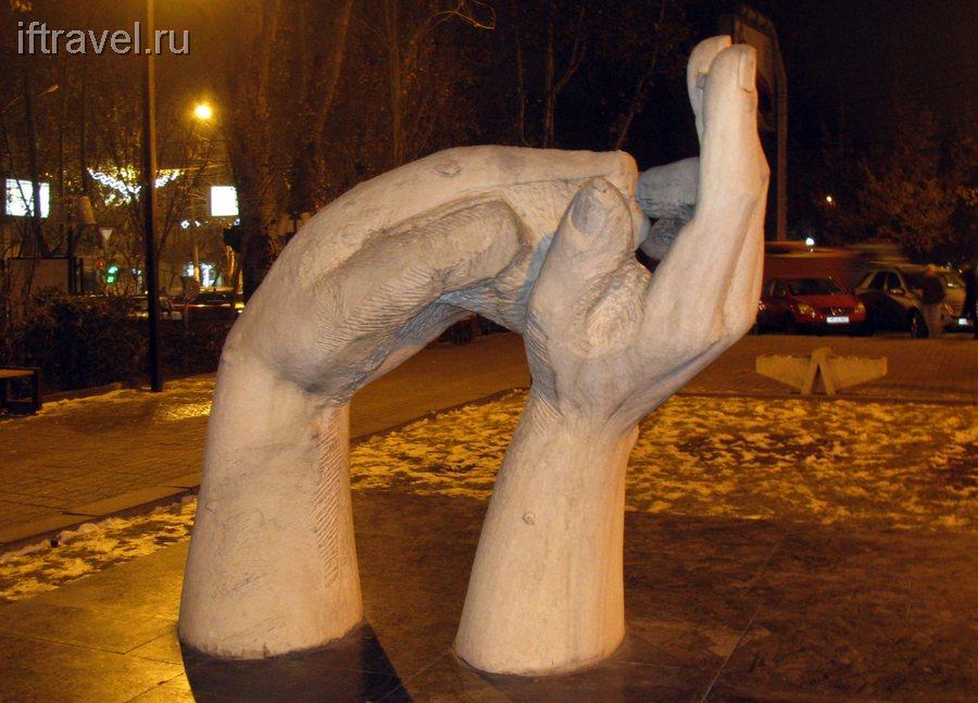 Руки дружбы, Ереван