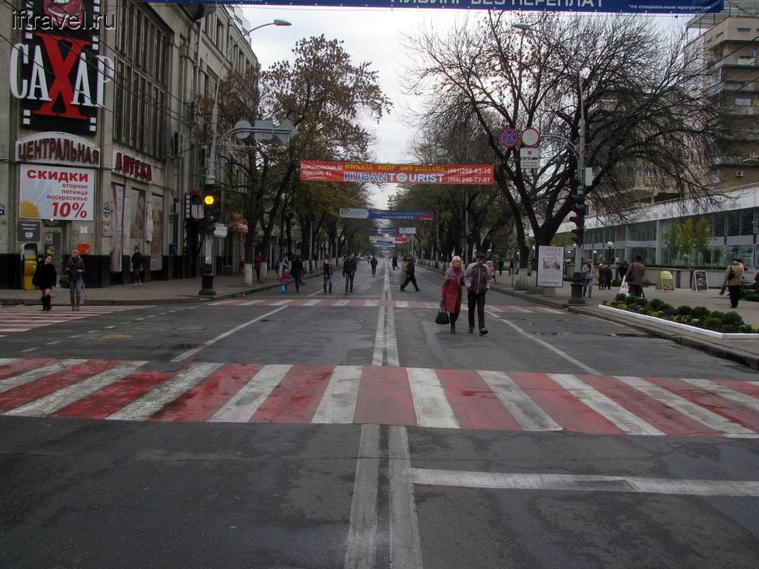 Граждане Краснодара на ул. Красной