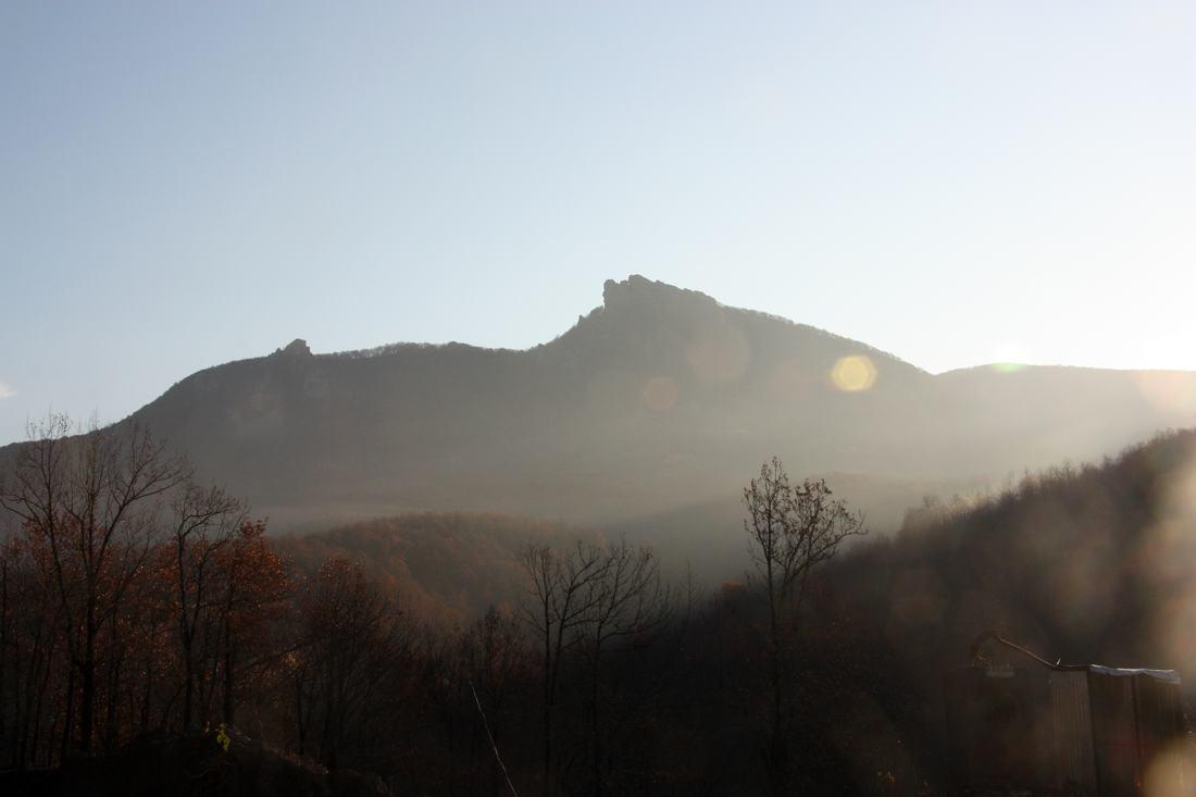 Гора Индюк в утренней дымке