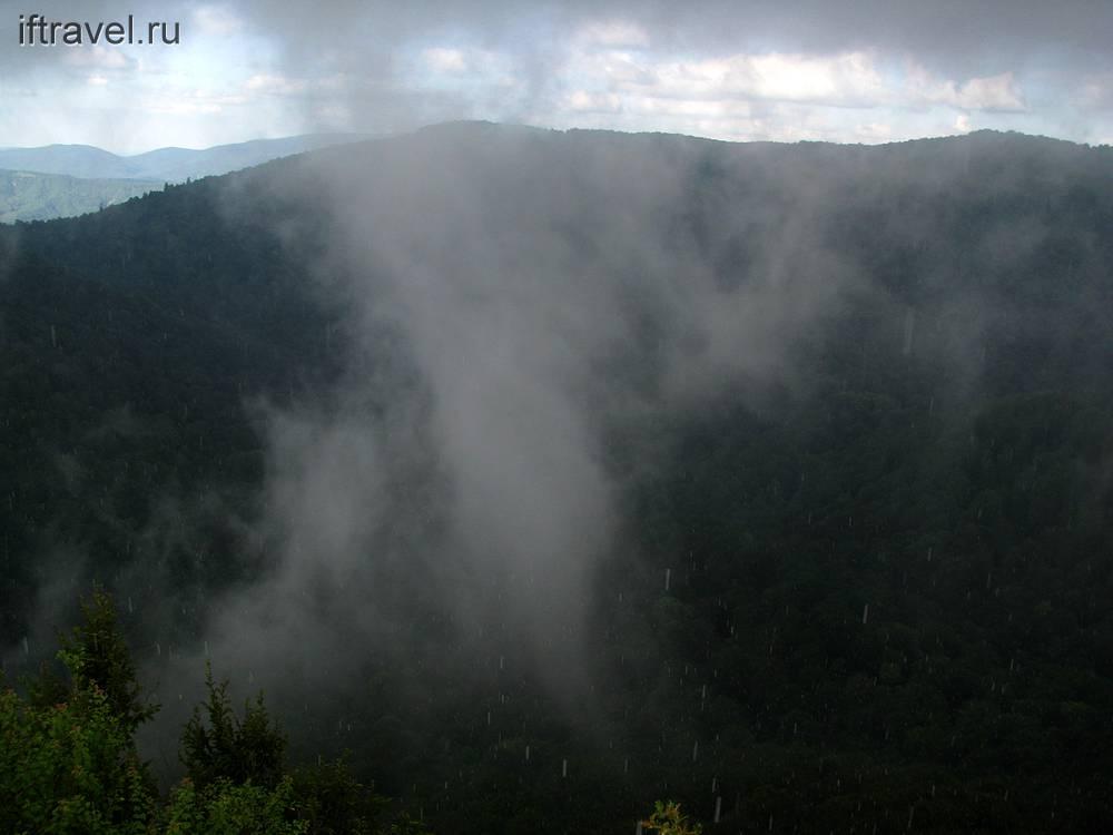 Ливень и туманные столбы