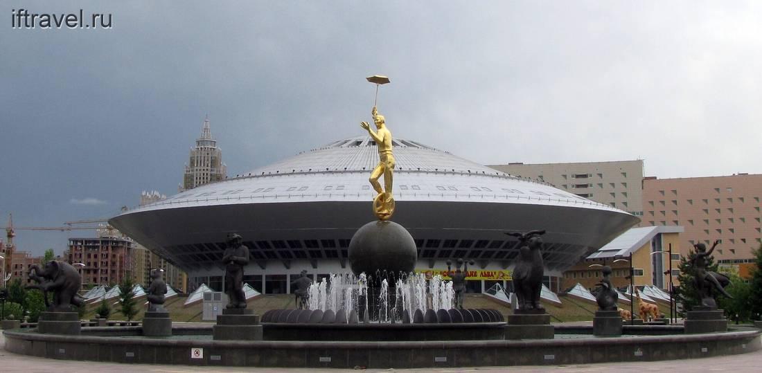 Астана: цирк и памятник унициклисту