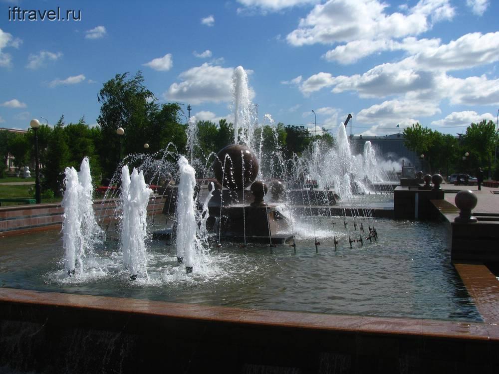 Павлодар: фонтаны напротив администрации