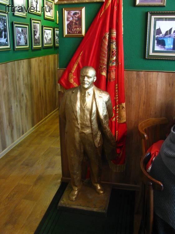 А в кафе был мини-Ленин