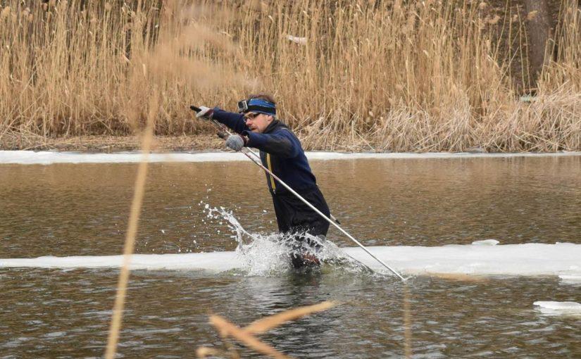 Тамбовский лыжник тонет у Тезикова моста: шок-видео