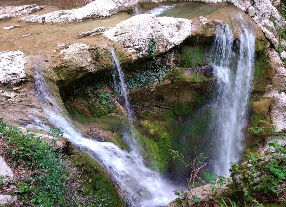 Агурское ущелье, второй водопад, вид сверху